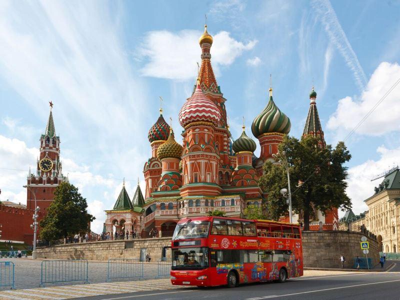 avtobusnaya-ekskursiya-u-hrama-vasiliya-blazhennogo.jpeg